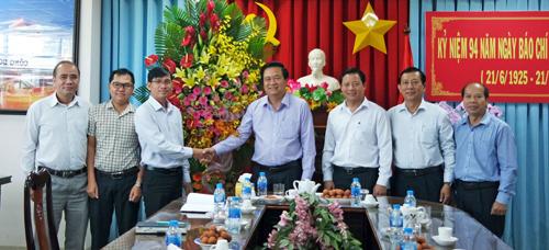 Lãnh đạo tỉnh chúc mừng Báo Long An nhân Ngày Báo chí Cách mạng Việt Nam