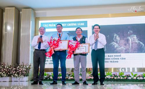 NSNA Duy Bằng nhận giải thưởng tại Lễ trao giải